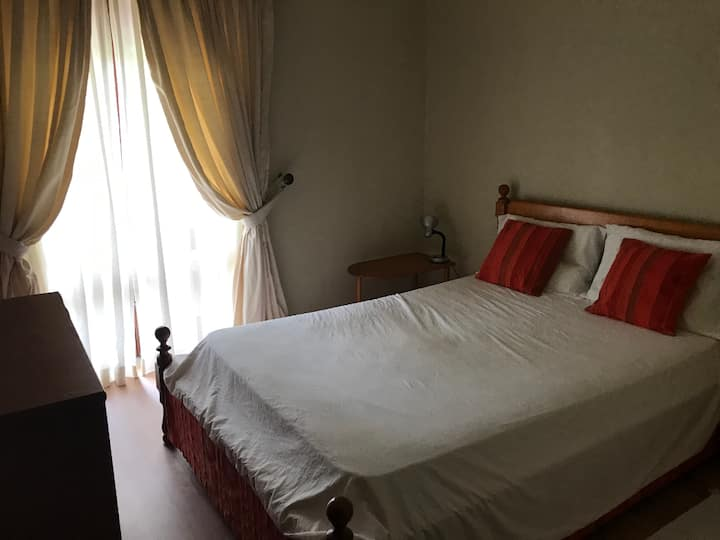 NICE COZY BED AND BREAKFAST ROOM NEAR CASCAIS