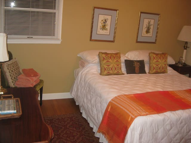 Guest Room #1 - King Size Bed or 2 twins bed depending on your request