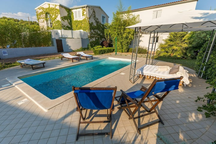 Luxurious Villa in Šibenik with Swimming Pool