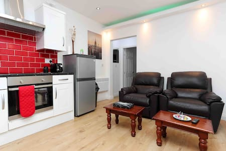 Awesome location Leeds immaculate flat .Free park