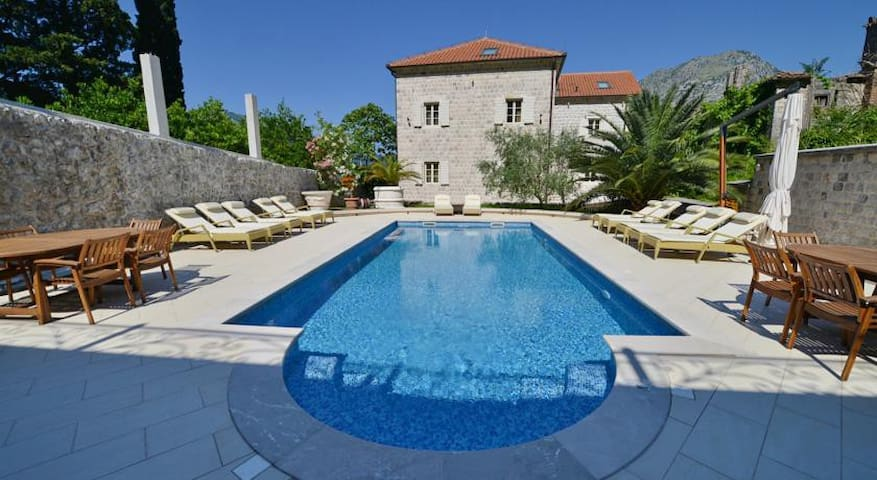 2 DELUXE BEDROOMS WITH SHARING BATHROOM - Kotor - Villa