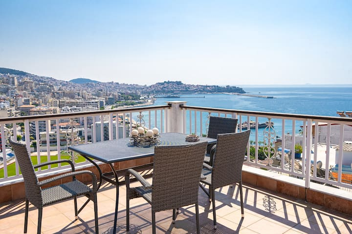 Penthouse,Private Terrace,great view,mins from sea