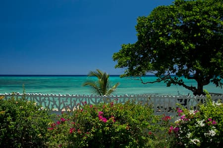 Condominium by the sea (1 bedroom) - Montego Bay