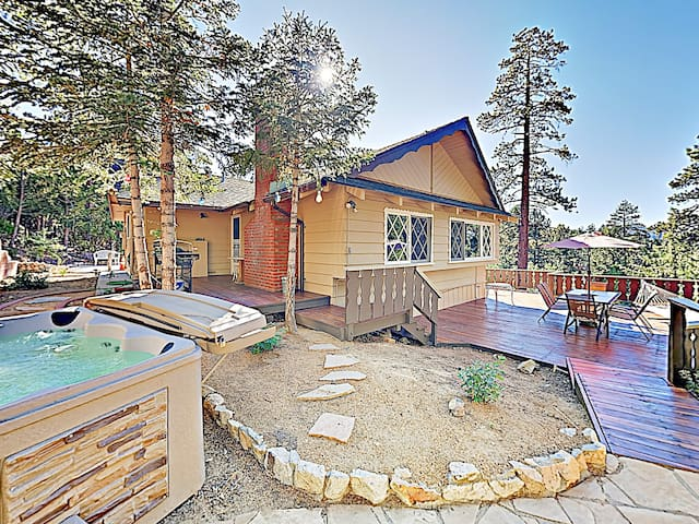 All-Suite Forest Retreat near Lake w/ Hot Tub