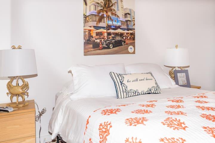 NORMANS HOTEL ROOM MIAMI BEACH