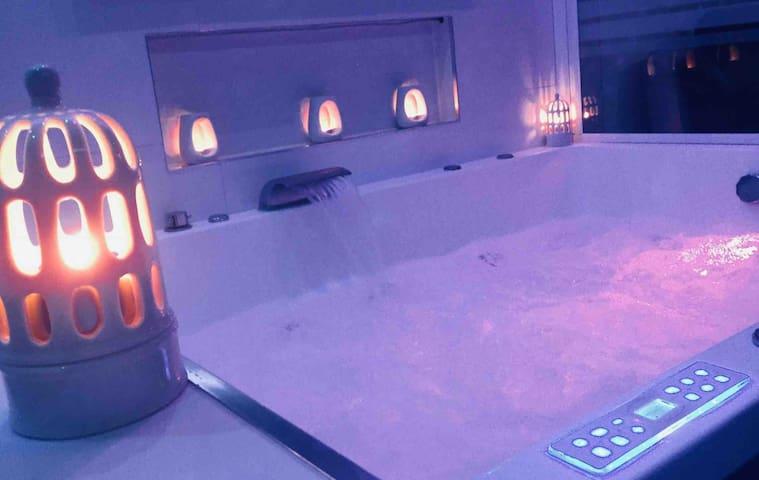 Appart' Spa grand jacuzzi & sauna cœur de Beaune