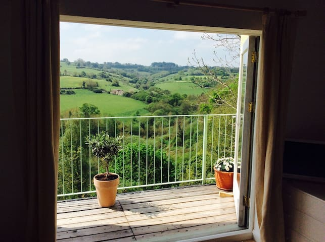 Cotswold Studio ~ wonderful views - Nailsworth - Apartment