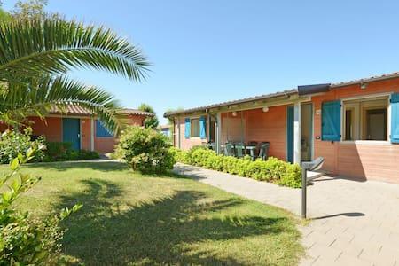 Verzorgde bungalow met airco aan de mooie Adriatische kust