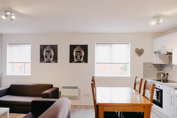City centre modern 1 bed apartment free parking