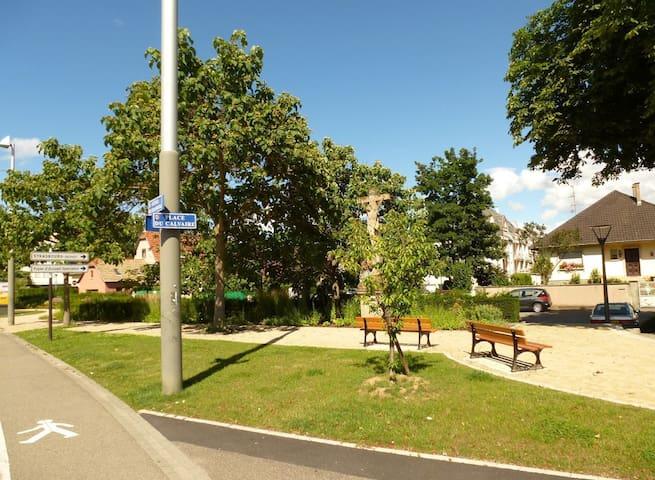 Studio, vue sur jardin, Station de tramway Colonne