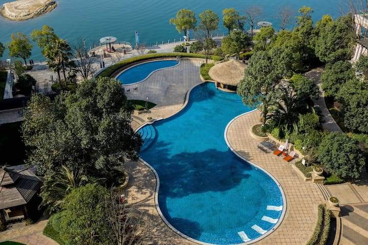 千岛湖绿城度假酒店 全湖景景观房,是您放松身心休闲度假的好去处。