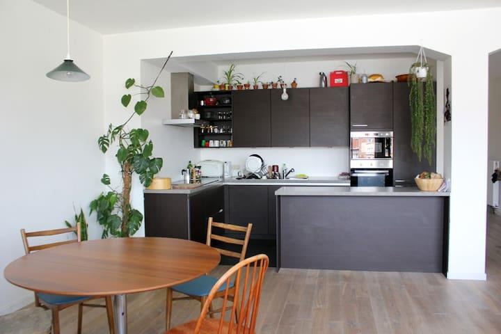Comfortable room in light and spacious Flat - Sint-Jans-Molenbeek - Appartamento