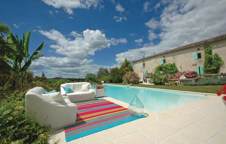 Holiday cottage with 1 bedroom on 130m² in St. Quentin de Caplong
