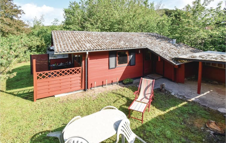 Holiday cottage with 3 bedrooms on 43m² in Martofte
