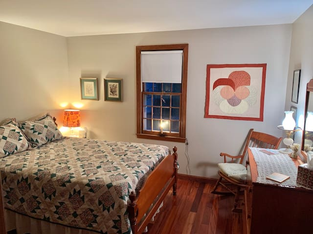 Grandpas Dennis place a Cape Cod  guest room
