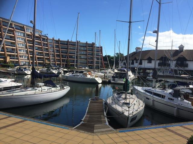 Ground floor apartment inc free parking gym & pool - Portsmouth - Lägenhet