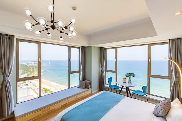 海景壹号度假酒店-静水居(1居~270度双窗海景~2208室)- 国际海水浴场就在楼下:)