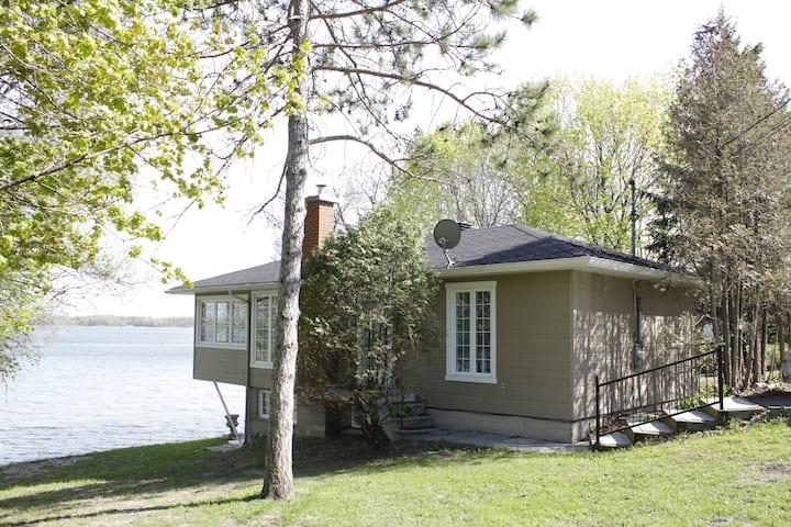 Maison douillette sur le bord du fleuve
