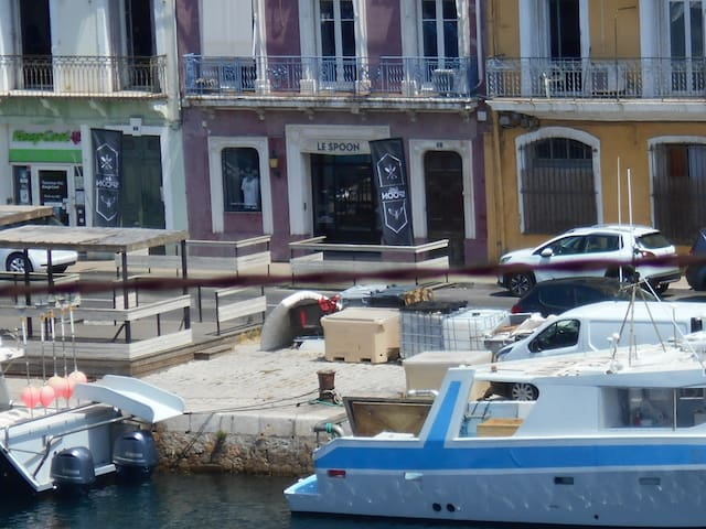 Studio 21m2 + mezzanine + terrasse - vue sur canal