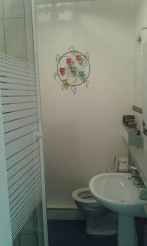 Salle de bain douche machine a laver