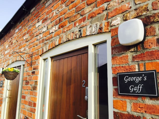 George's Gaff, 2 Grange Farm Cottages, Wressle - Wressle - House