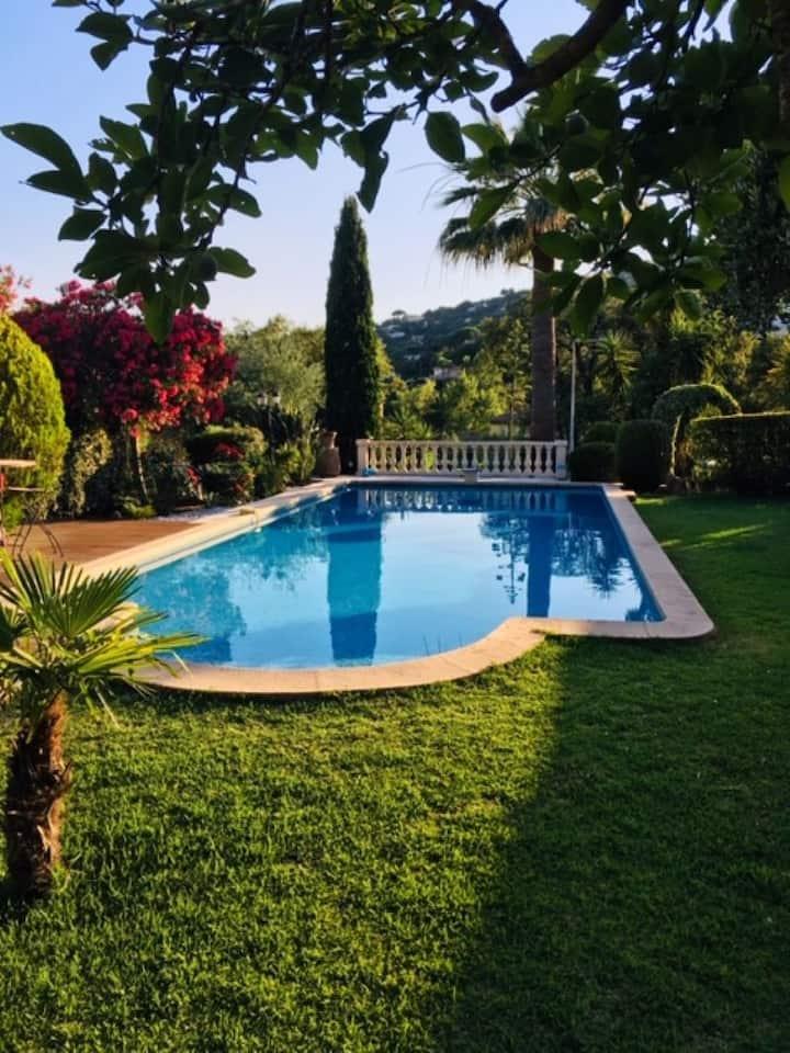 Villa de charme clim 400m des plages  piscine WIFI