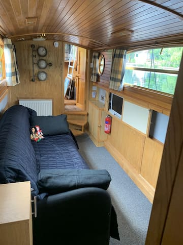 Relax in the living room ( or aft cabin as we say on a boat ) watch tv or enjoy the WiFi available throughout the boat