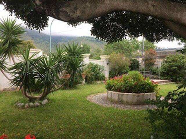 """Villa con ampio giardino """"VillaGus"""""""