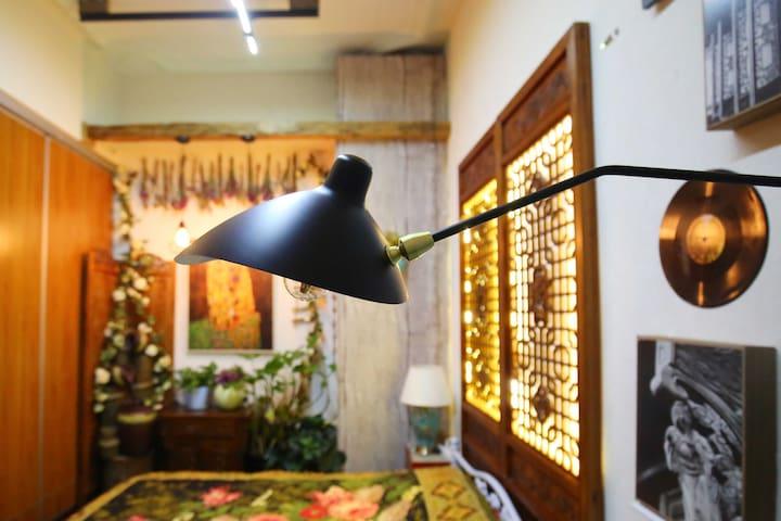我的邻居是故宫【时光与飞鸟】故宫东门外一室一厅高四米精装美宅
