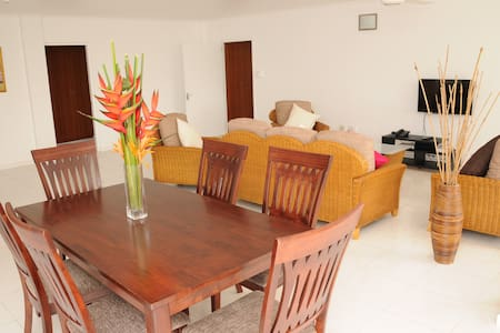 Global Village Apartments - Apartment