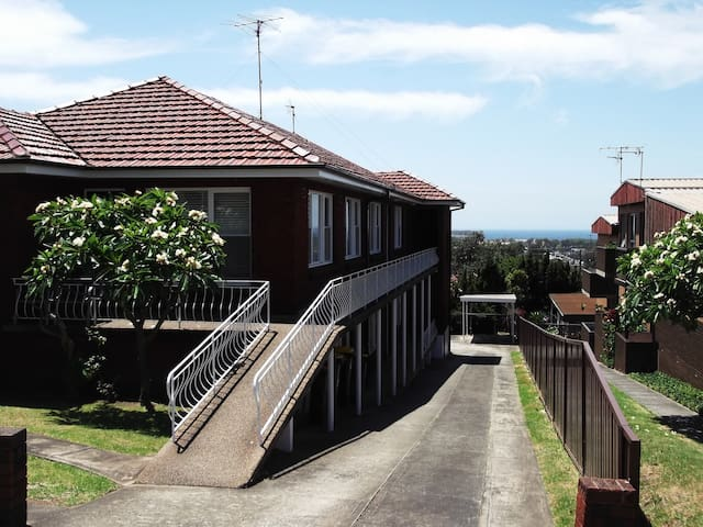 Cosy room with parking - Wollongong - Apartment