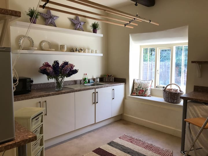 IDYLLIC  COSY COTTAGE CLOSE TO CHIPPING CAMDEN