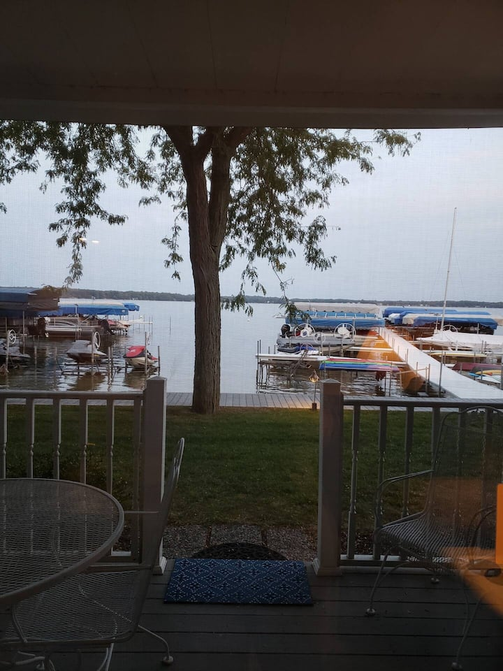 Cozy 1BR Condo Steps from Beach on Lake Max! (149)