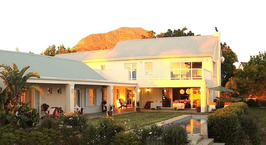 Stunning Ocean View - Somerset West - Cape Town - Bed & Breakfast