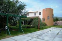 Vista de la casa desde cancha multijuegos
