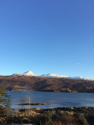 Lochalsh View .En-suite.2 km to Skye&amazing view!