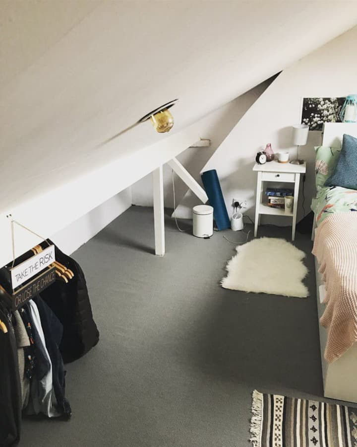Beautiful, Secluded Attic Room in SW London