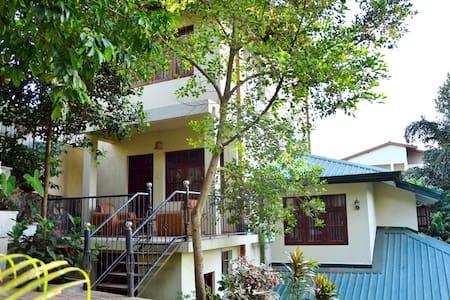 Yenrich Tourist Inn - Peradeniya