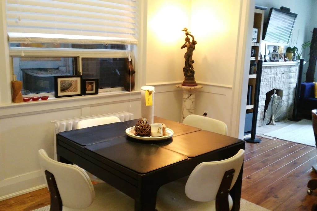 dining room: expandable table