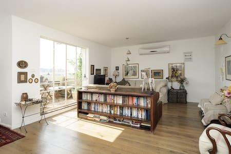 Spectacular, designer 1BR apartment - Yehud-Monosson - Byt