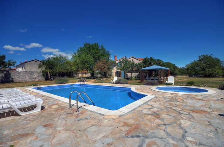Stunning Stone Villa with Pool - Svetvinčenat - House