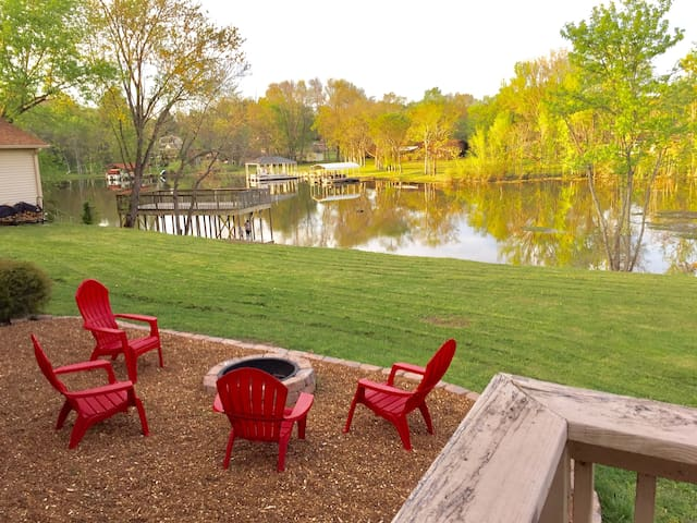 Family Friendly Lake House w/ Dock near Nashville - Mount Juliet - Casa de férias