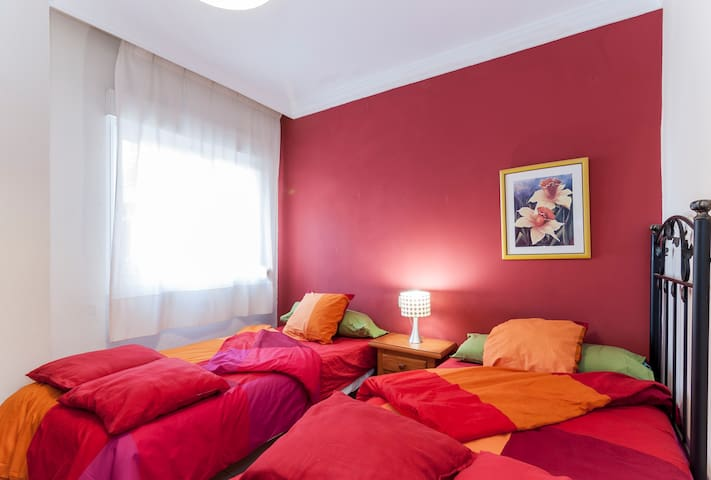 NICE ROOM TO RENT BY MALAGA BEACH - Málaga - Dům
