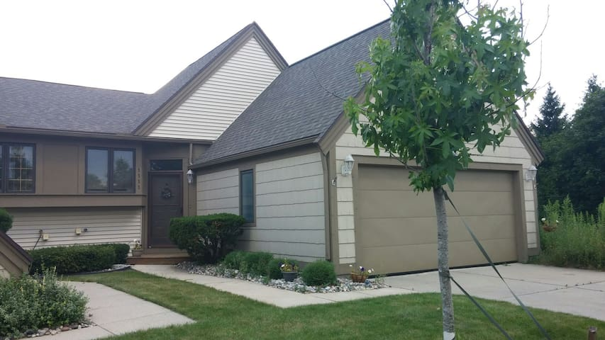 Spacious, Private, Well Appointed - Lansing - Huoneisto
