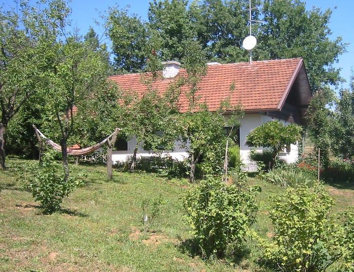 Apple Tree Cottage - Sleeps 6+2