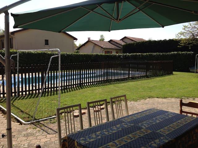 Maison avec piscine et jardin10kms Lyon, un chat - Chaponost - Huis