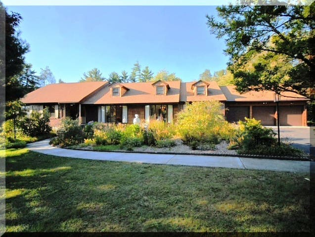 Spacious Ranch House surrounded by forest. - Andover - Casa