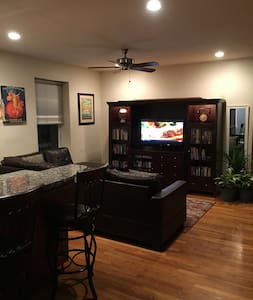 Beautiful 2 Bedroom North End Apt - Appartamento