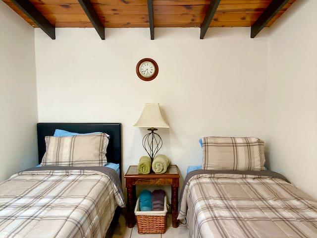 Second bedroom / segunda habitación