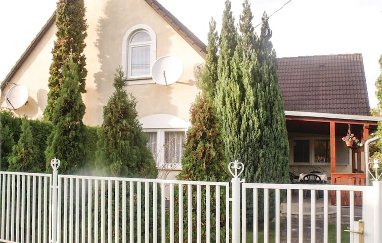 Semi-Detached with 2 bedrooms on 61 m² in Balatonmáriafürdö